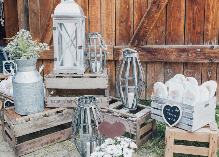 Glück - Fotostudio R. Schwarzenbach/Atelier Christine  WEDDING DECORATION love deko vintage shabby laternen hearts flowers barnyard accessoirs details
