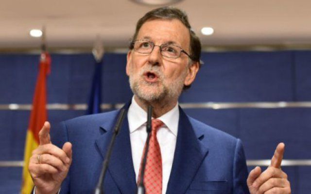 Spanish Prime Minister Mariano Rajoy on Friday denounced as absurd the idea that ousted Catalan president Carles Puigdemont could govern from Belgium where he is in self-imposed exile to avoid arrest.  It is absurd to pretend to be the president of a region when you live abroad and even more absurd to pretend that you are carrying out this function from abroad Rajoy said in his end-of-year press conference in Madrid.  His remarks came a week after Catalan separatist parties claimed victory…