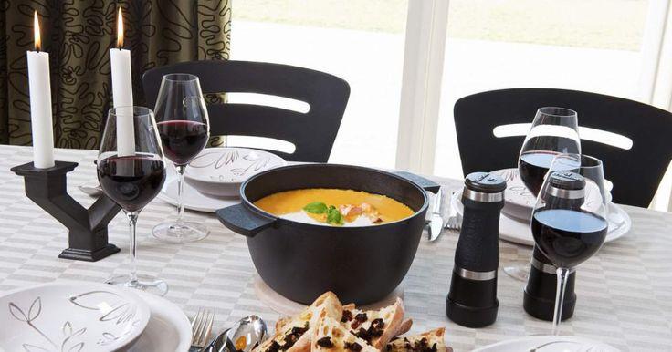 Der Skeppshult #Bräter aus #Gusseisen ist ideal zum Portionieren und Servieren von #Suppen und Speisen am Tisch. Clever: Der Deckel kann auch als Ofenform oder Pfanne verwendet werden.