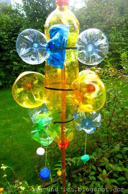 Windspiel aus Plastikflaschen / Wind chimes made of plastic bottles
