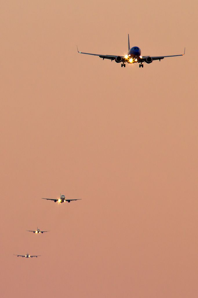 RWY 27 Final Stack, Southwest in the lead, JetBlue in the middle and Virgin A340 picks up the rear.