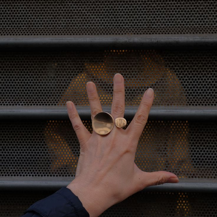 For communication natsukotoyofuku.com #contemporaryjewelry #bronze #silver #addictedtojewelry #addictedtophotography #natsukotoyofuku #craftjewelry #istamood #accessories #fashionmood #picortheday #kunsthandwerk #schmuck #silberscmuck #gioielliartigianali #bronzo #argento #accessori #fotografie #schmuckfotografie #fotografiedigioielli #bijoux #bijouxartisanales