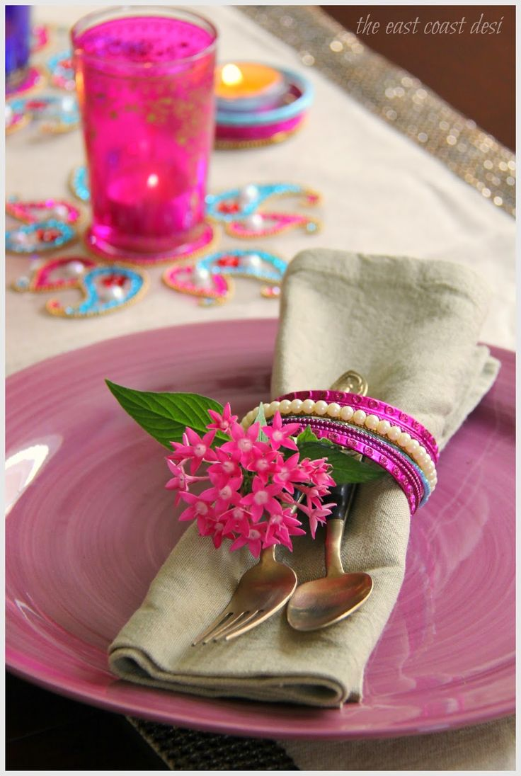 Instead of the traditional napkin rings, use bangles as napkin rings. Tuck in single flowers and silver ware into each of the bangles
