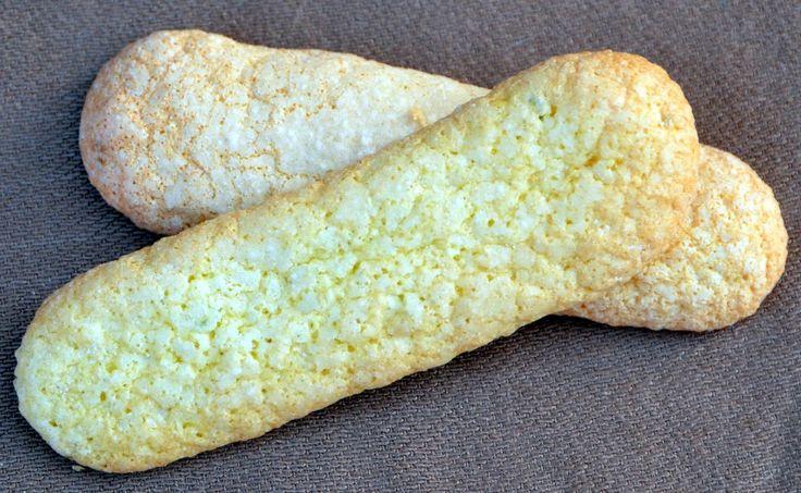 """Až je upečete, zjstíte, že tyhle italské piškoty jsou o něčem úplně jiném, než ty kupované """"cukrářské"""". Na rozdíl od nich jsou ty naše měkké, nepřeschlé a skvěle chutnají jak samotné, tak jako příloha třeba ke zmrzlině nebo náplň dortu."""