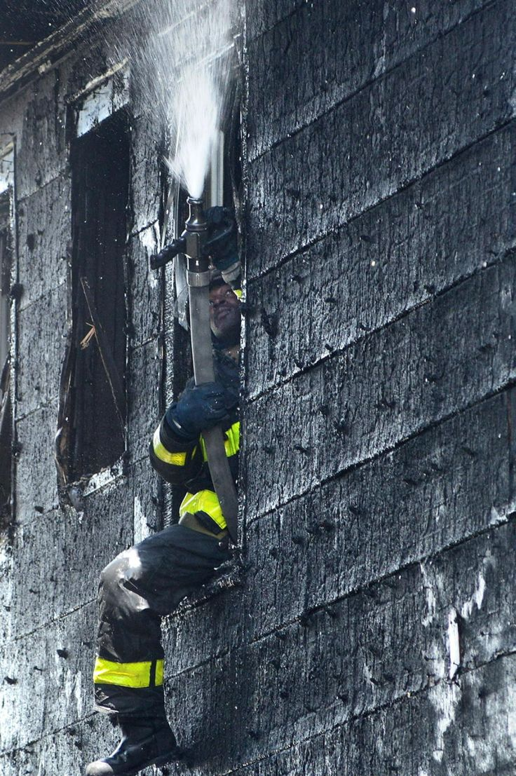 Four alarm fire at new york city high rise injures 24 people two critically fox news - Two Alarm Fire In Hollis Queens Photos The Best Daily News Photos Of 2014