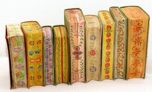 These fore-edge paintings can be found on some of the books from one of the first lending libraries of Estonia, founded by peasants.