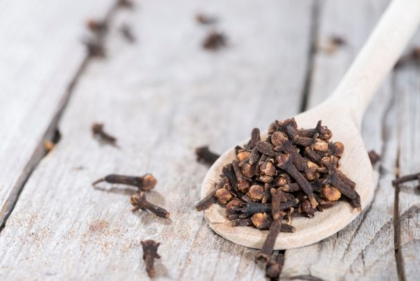 Home remedies for gingivitis include gotu kola tea, tea tree oil, aloe vera, cloves, guava leaves, baking soda, lemon juice, saltwater, turmeric, and coconut oil pulling.
