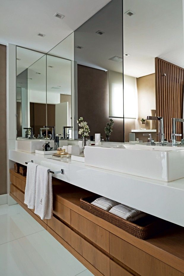 Banheiro | O Nanoglass foi utilizado na bancada em projeto assinado pela arqiteta Debora Aguiar (Foto: Edu Castello/Editora Globo)