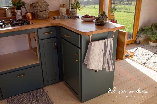 La cuisine le jour des portes ouvertes le porte torchons est fait de cuivre cintr puis verni - Le loft portes les valence ...