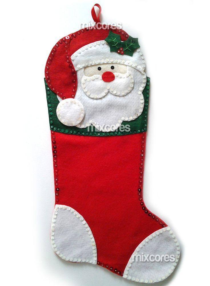 Bota de Natal em Feltro! <br>A sua decoração de Natal nunca mais será a mesma!! <br> <br>Toda bordada à mão com paetês e miçangas, alto relevo, cheia de detalhes, super linda para pendurar! <br> <br>Material utilizado: Feltro Santa Fé, linhas, paetês, miçangas, cola e enchimento acrílico atóxico. <br>Tamanho aprox. 20x43cm