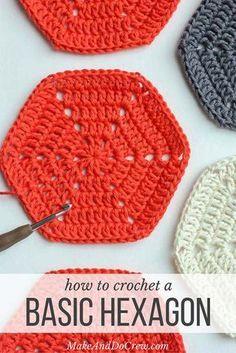 modello di base uncinetto esagonale.  Super chiaro passo-passo photo tutorial.  Questo modello può essere usato per fare qualsiasi esagono dimensione per i cuscini, tappeti, afghani patchwork o anche i vestiti.  |  MakeAndDoCrew.com