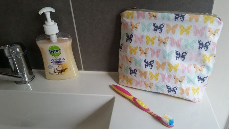 These cute kids wet bags can be used for so many things, and also make great gifts.Fully lined with water resistant plastic. Featuring a fun kids fabric on the outside and a metal zipper closure. $8.50 flate rate shipping Australia wideSize-Width: 20cm zipper (tapers inwards to 16cm at bottom)Height: 18cmDepth: 6cmPlease note these ready made items have a metal zipper but all future orders will have a 20cm nylon zipper.*All Products are Handmade and Designed by myself, they may slightly…