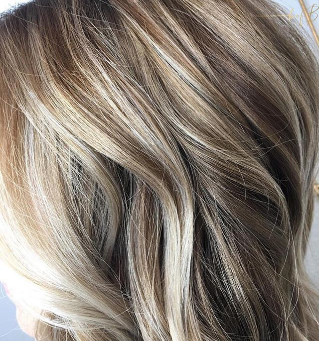 An up close peek at this blended beige blonde created by @samanthagrayhairstylist #bofbeducator
