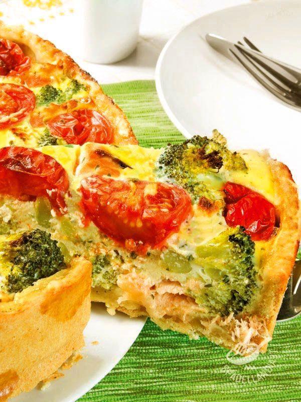 La Torta salata con tonno e broccoli unisce due ingredienti che stanno benissimo insieme. Facile, gustosa ed economica, è una preparazione squisita!