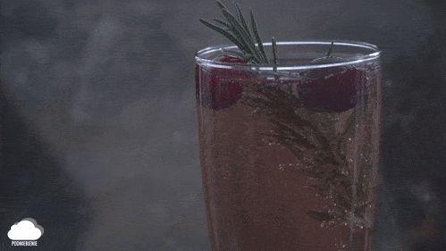 🥂Pierwszy PodNiebieniowy drink #aperitif #prosecco #żurawina #rozmaryn #bąbelki #PodNiebienie #bubbles #drinks #cranberryprosecco #christmas #foodporn #pornfood #foodphotography #polishblogger #foodie #drinking #merrychristmas #rosmary