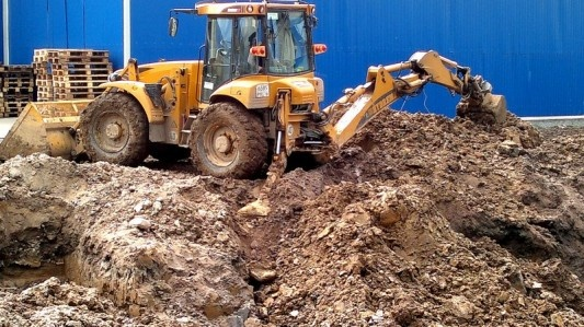 This Tuesday is almost over but enjoy this picture of a nice backhoe loader ... More on http://www.machineryzone.com/used/1/backhoe.html