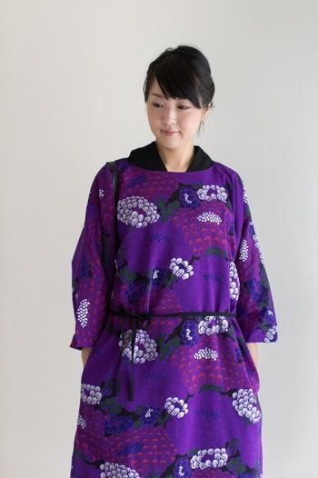 けんらん夜紫(やし)という妖艶なタイトルがついているワンピース。 艶やかですね!