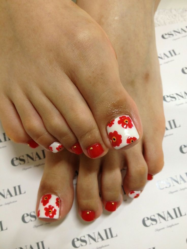 Red and white flower nail design for toes. Read more on www.producingfashion.com