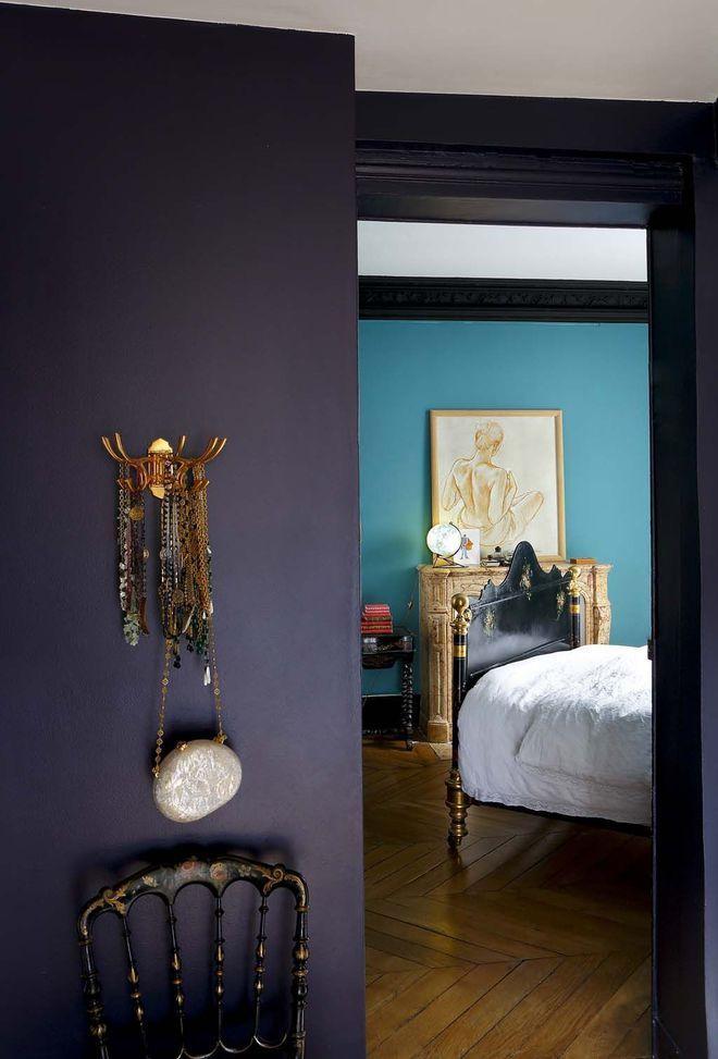 Une peinture aubergine en contraste avec le bleu de la chambre home deco trends pinterest for Peinture aubergine