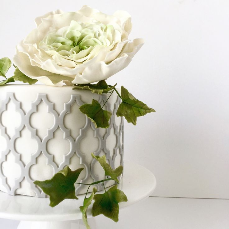 Moroccan lattice with sugarflower and sugar Ivy leaves