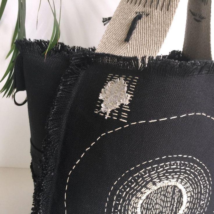 Image of Sac cabas en toile de lin noir, soleil brodé, réversible