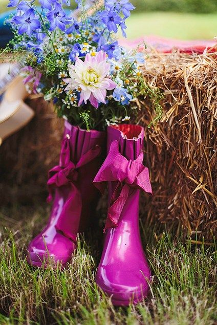 Get the festival wedding (wedstock!) look - Pretty themes - YouAndYourWedding