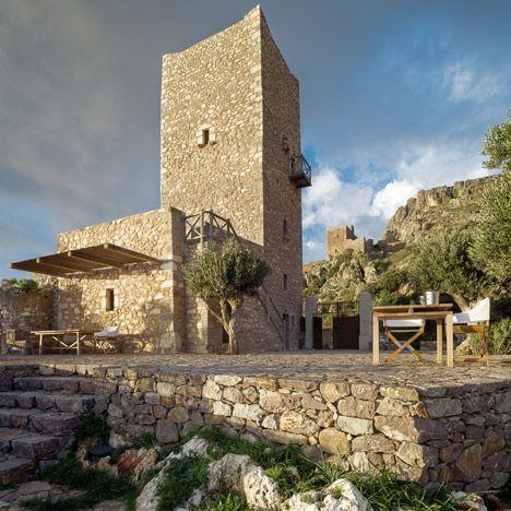 Tainaron Blue Retreat by Kostas Zouvelos + Kassiani Theodorakakou