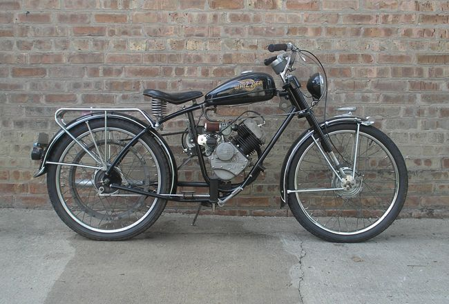 1948 Pacemaker, created by airplane parts manufacturer Breene-Taylor Engineering in Los Angeles. Motorized bicycle.