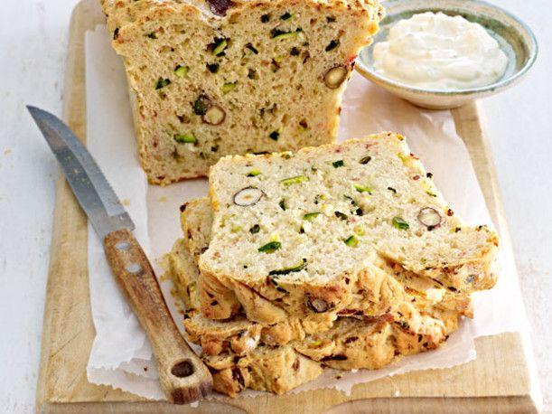 Unser beliebtes Rezept für Würziges Zucchini-Brot und mehr als 55.000 weitere kostenlose Rezepte auf LECKER.de.