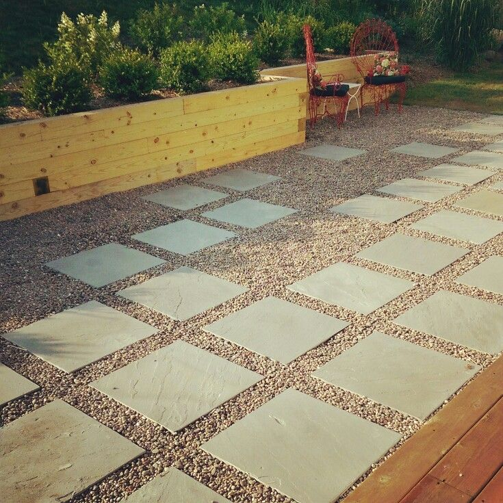 Finshed patio 2 x 2 bluestone pavers with river rock