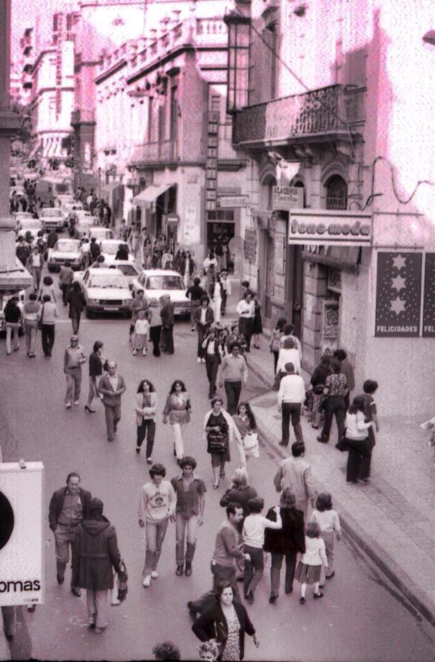 Calle del Castillo, siempre llena de gente.