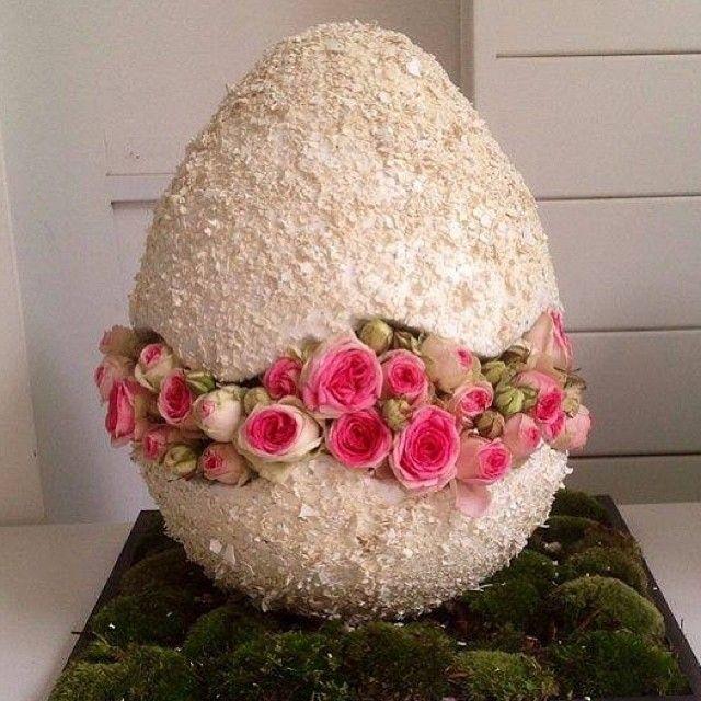 Ismo ei beplakken met geplette eierschalen en opvullen met bloemen