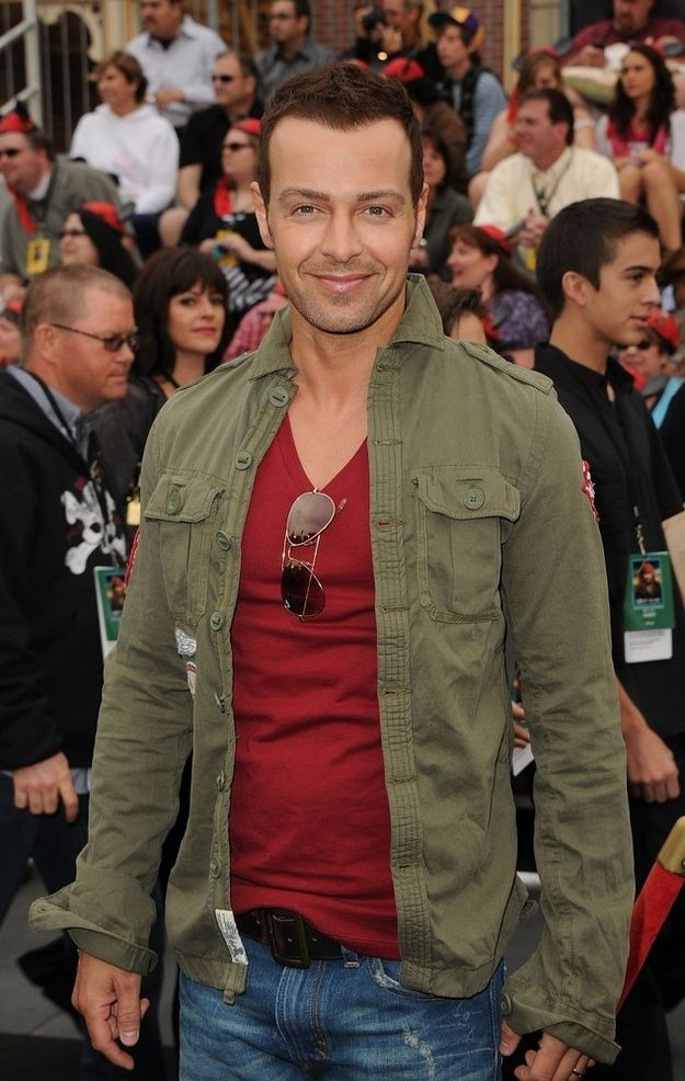 90s kids, you remember Joey Lawrence? This is him in 2007. I'm..I'm kind of jealous of his outfit. #babydyke