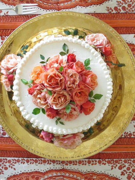 From now on iam only eating cake if it is bedecked in flowers and on a gold plate