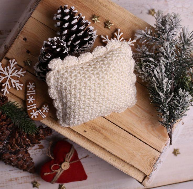 Small pillow photo props, Newborn Posing Pillow, Crochet newborn pillow - beautiful Christmas photo prop, newborn props, Made to order by Amaiahandmade on Etsy
