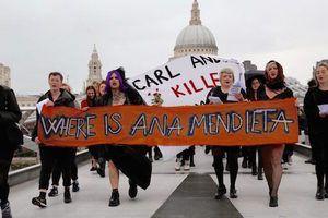 Where is Ana Mendieta?  http://artforum.com/news/id=60639  @tategallery  #tate #tatemodern #protest #news #AnaMendieta #artforum #modernart #contemporaryart #fineart #museum #London #art #artists #building #collection #gallery