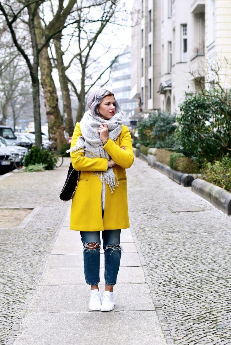 Outfit-zara-wollmantel-gelb-boyfriend-jeans-nike-thea-sneaker-weiß-Fashionzauber-Modeblog