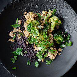 Makaron z indykiem i brokułami   Kwestia Smaku