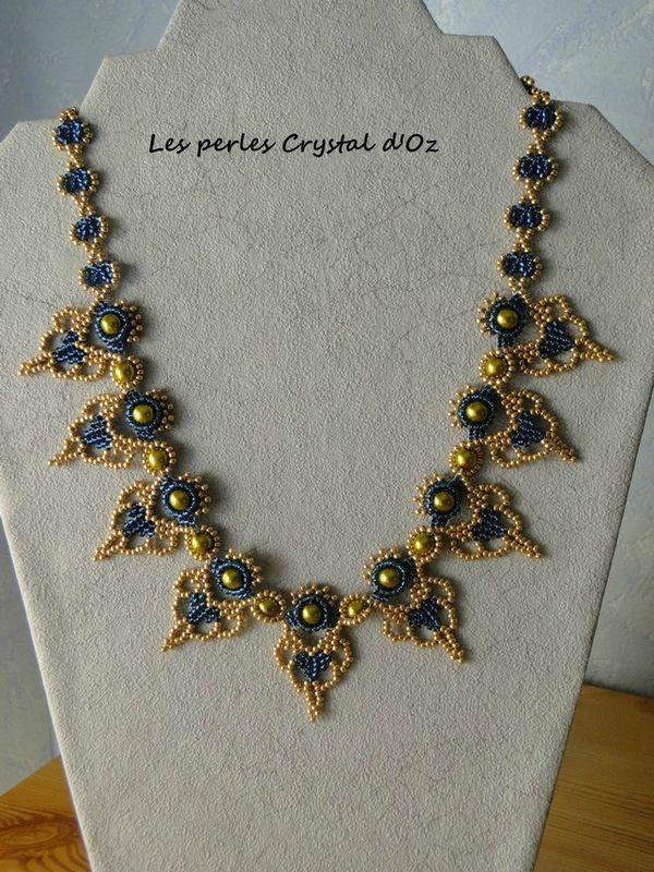 Micro-Entrelaçamento em Colares - Não é fácil ter paciência para fazer certas bijuterias. Principalmente colares entrelaçados.
