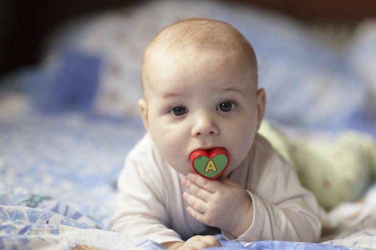 Baby Kaut Auf Zunge