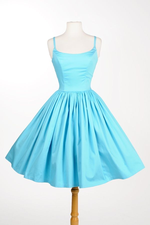 Completely in love with this '60s style dress!  It would look amazing with my Dot Bloom Necklace!