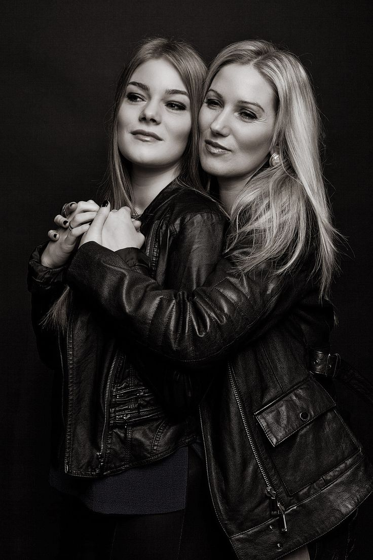 Mutter und Tochter - s/w Fotoshooting bei Finezza - Studio für Fotodesign und Beautyretusche