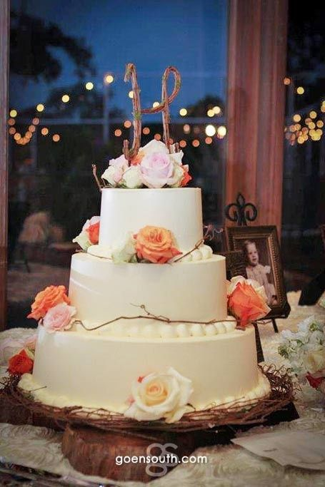 I like the simplicity of this cake with few flowers and wood/vine accent