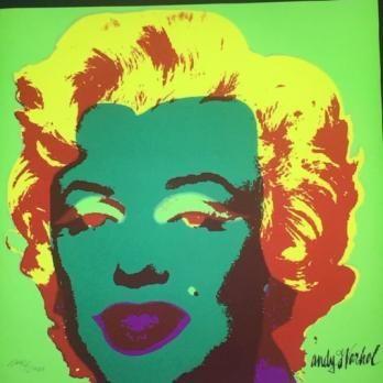 Andy WARHOL (d'après) Marilyn Monroe (1967) green edition La plus célèbre des oeuvres d'Andy Warhol, Marilyn Monroe Granolithographie éditée par le musée d'art moderne de Pittsburgh, ville natale de l'artiste. Cachet du CMOA au dos. Numérotée au crayon. Signature dans la planche. 60 x 60 cm