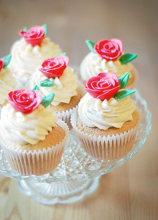 Lovely buttercream Vanilla Cupcakes decorated with roses are perfect for  Valentine's Day!