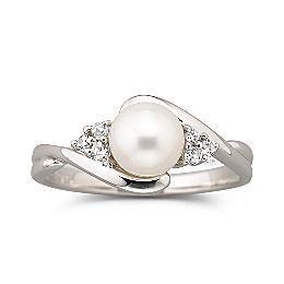 Cultured freshwater pearl ring, my ideal engagement ring for someday..                                                                                                                                                                                 More