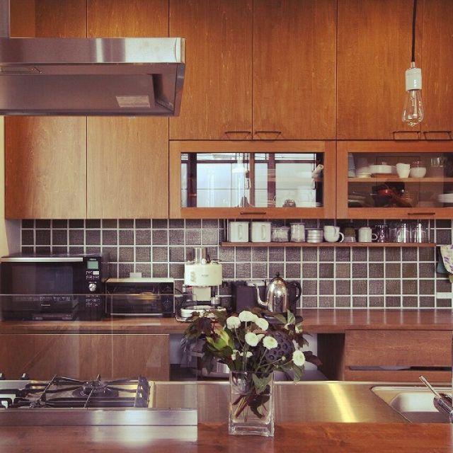 jobさんの、じょぶの家,じょぶ,照明,造作食器棚,造作家具,ナチュラル,タイル,カフェ風,ほっこりあたたまる家,緑タイル,キッチン,のお部屋写真                                                                                                                                                                                 もっと見る