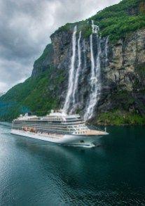 """Viking Sky è stata ufficialmente battezzata sotto il """"sole di mezzanotte"""" a Tromsø"""