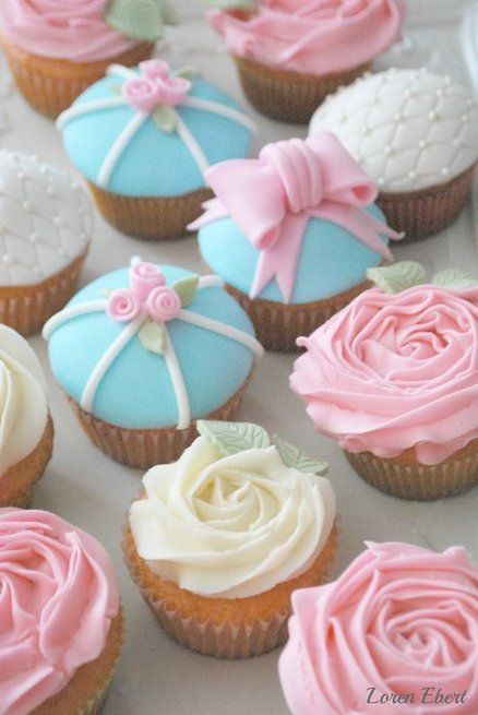 holy crap...I love these cupcakes, look at the white ones!!!  Oh my gosh, and the one with the bow!!!  The tiny roses...so shabby chic!!! SO CUTE!
