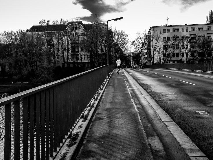 sokak berlin tarafından uzun mesafe koşucusu sokak fotoğrafçılığı yalnızlık